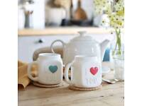 Colour changing hearty mugs