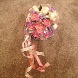 ARTIFICIAL ROSE FLOWER BOUQUET - EXCELLENT CONDITION