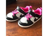 Girls NIKE size 9.5 UK BRAND NEW