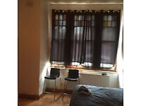 Large Double room to rent in shepherds bush !!!