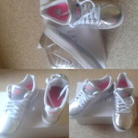 NIKE SILVER TRAINERS, SIZE 6 BRAND NEW (NOT FAKES) FOR SALE