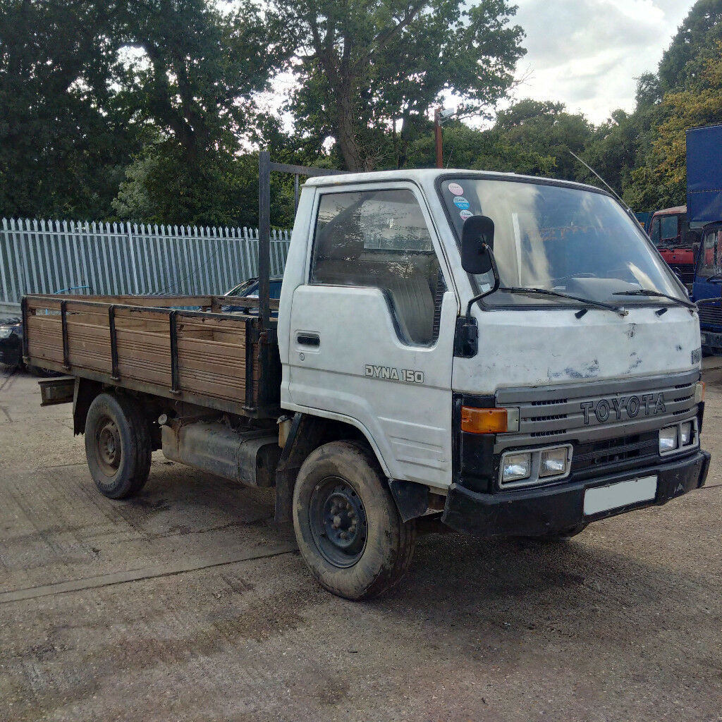 Left hand drive Toyota Dyna 150 LY61L 2.8 diesel single wheel 3.5 Ton pick  up truck