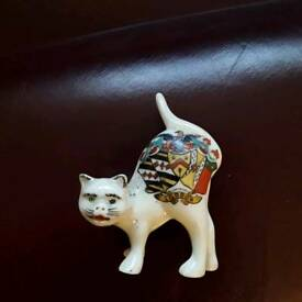 Loddon crested China cat