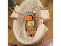 Immaculate wicker Moses basket