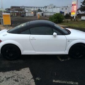 Audi TT 225 Quattro white/black