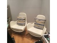 Swivelling lounge chairs