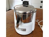 Waring Kitchen Classics Juicer/ Juice Extractor. Professional quality. Perfect Condition.