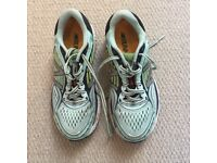 New Balance 860 women's running shoes, Size 4
