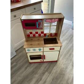 Free children's wooden play kitchen