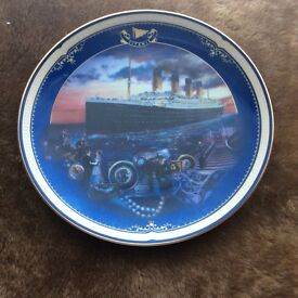 TITANIC ' QUEEN OF THE OCEAN ' Porcelain collectable plate PRICE REDUCED
