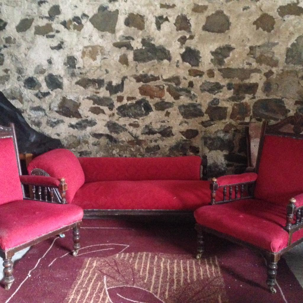 Antique Chaise Longue And Two Chairs