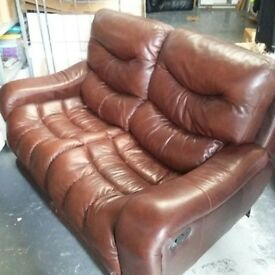 TWO SEATER BROWN LEATHER RECLINING SOFA. BEAUTIFUL CONDITION