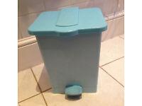 Pedal bin for bathroom