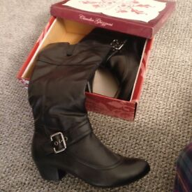 Ladies 3/4 Boots size 5 BNIB