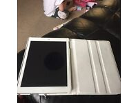apple-ipad-air-16gb-wi-fi-in-space-grey comes with white case