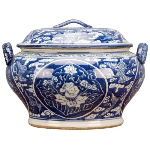 CLASSIC CHINESE BLUE AND WHITE PORCELAIN ORIENTAL SOUP TUREEN