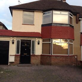 STUNNING 3 BEDROOM HOUSE SHARE - AVAILABLE TO RENT- COCKFOSTERS/BARNET