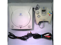 Sega Dreamcast console complete with 2 controllers/both leads/1 memory card/(retro & collectable)