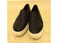 Black flatforms with white sole - size 5