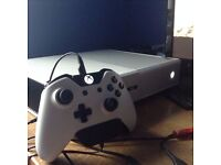 XBOX 500GB WHITE SUNSET OVERDRIVE EDITION 1 CONTROLLER, HEADSET PLUS 2 GAMES (Need to sell ASAP)
