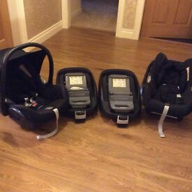 Two cabriofix car seats and two familyfix isofix bases.