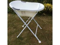 TIPPI TOES Standard Baby Bath with Bath Stand, drains, in excellent condition