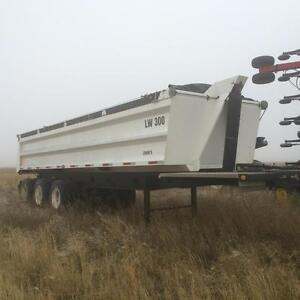 Like new Tri end dump trailer