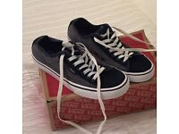 Men's ferris chambray and navy blue and white vans size uk 7