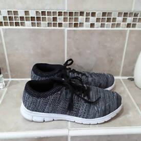 Ladies casual trainers size 7 black and white