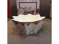 BRAND NEW and boxed large MAXWELL WILLIAMS STAR BOWL