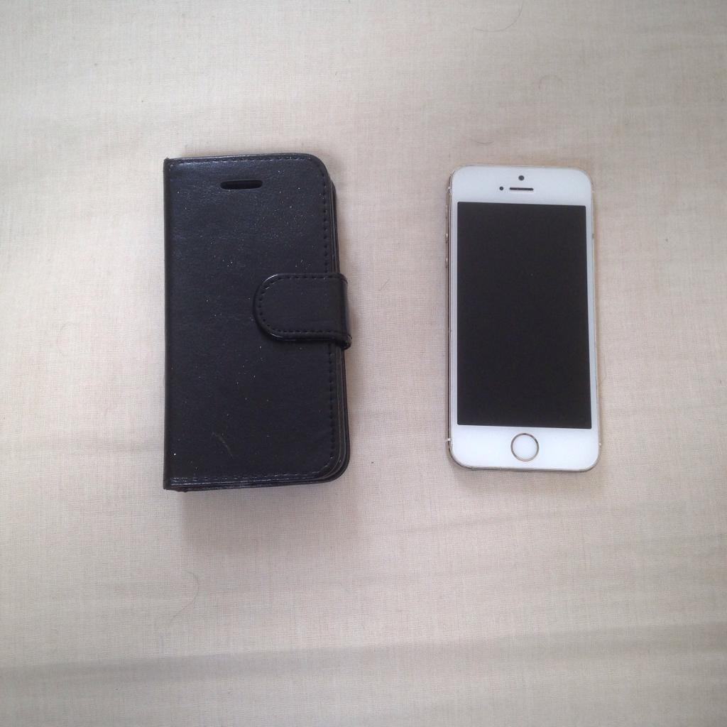 APPLE IPHONE 5S 16GB GOLD UNLOCKED GOOD CONDITIONin Bolton, ManchesterGumtree - Apple iPhone 5s 16gb in gold. Unlocked to any network. In good condition. Comes with charger. Fully working