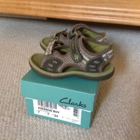 Like New: Clarks sandals size 7