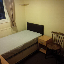 Furnished single room to let in shared house in Kidlington (available August)