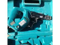 MAKITA-6834-240V-AUTOFED-SCREWGUN -used