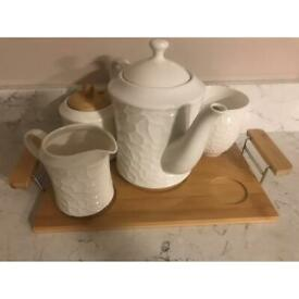 Tea pot set (brand new never used)