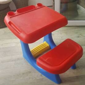 Children's creative play desk/chair