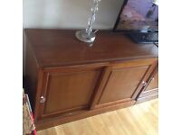 Retro sideboard with pull-out shelf