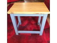 Beautiful solid oak side/coffee table