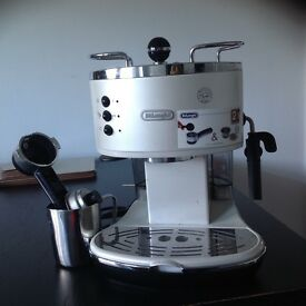 Coffee Machine - DeLonghi, in excellent condition