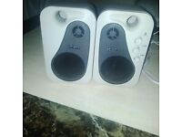 2 pairs ofspeakers for desktop/laptop