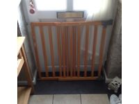 Safety gate extendable