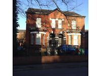 Large 3 bed flat to rent on Albert Rd Levenshulme Manchester M19 2ad.Superb condition.£900 Pcm.