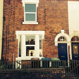 LARGE 1 BED APARTMENT, CLOSE TO STAFFORD TOWN CENTRE, WORKING PERSONS ONLY, £450.00 PCM,