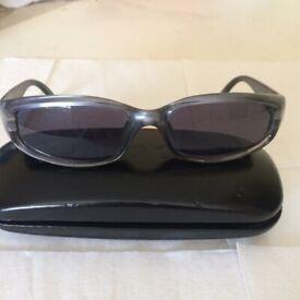 9c9ee02dc621 Authentic GUCCI vintage dark grey sunglasses in original case- LIKE NEW