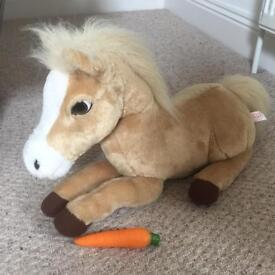 Animagic horse makes sounds and moves