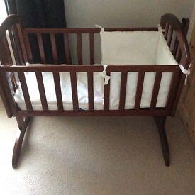 Swinging crib with bumper set