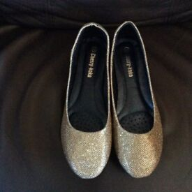 Gold coloured sparkly flats, size 38