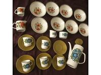 32 pieces Assorted vintage Meakin Pottery