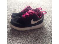 Girls Nike trainers infant 7.5 UK