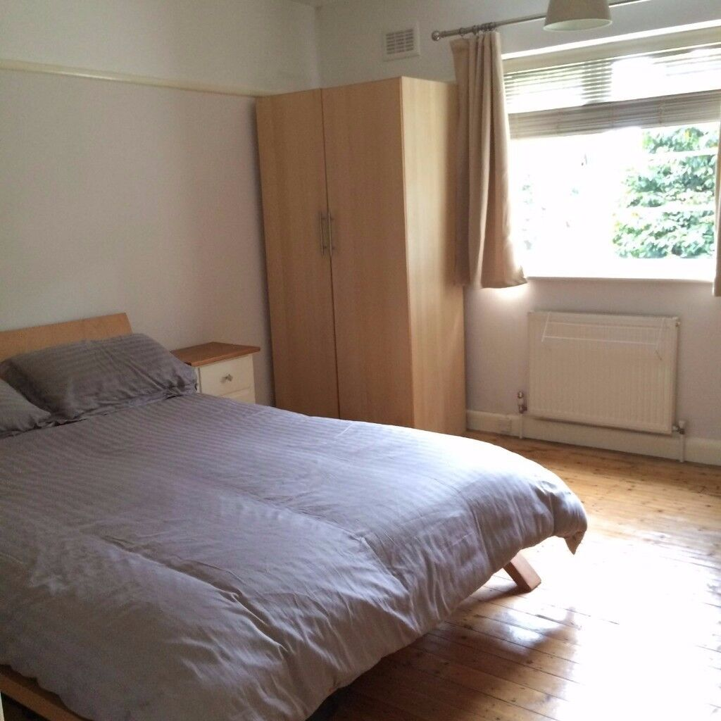 Great spacious flat for a like-minded professional (£800 incl bills)